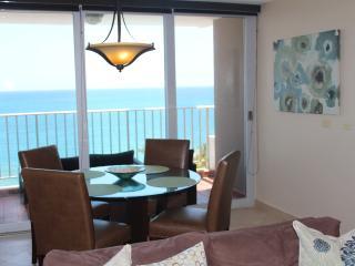 CONDADO - Modern 1 BR Beachfront & Oceanfront view, San Juan
