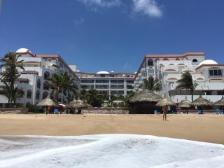 Ocean Front 2BR/2BA Condo - Spring/Summer 2017, Mazatlán