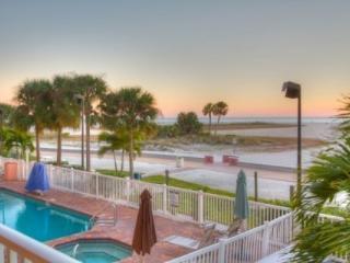 206 - Surf Beach Resort, Treasure Island