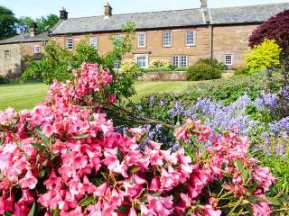 THE HAYLOFT, character cottage pet-friendly, woodburner, en-suites throughout, tennis, in Cumrew, Ref. 926358, Cumwhitton