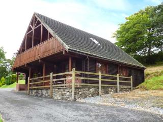 CLWYD 3, detached holiday lodge on park, onsite facilities, balcony, parking, in