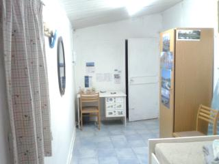 Hut with Internet in Limassol city