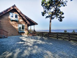 Monterey Bay at your Fingertip