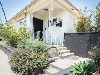 Venice 2bd house/duplex with private sunny patio- location & comfort, the best!