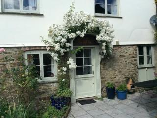 Cider House romantic roses around the door cottag, Totnes