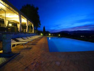 SPOLETO BY THE POOL:APT 5 - 0.7 mls/Spoleto centre