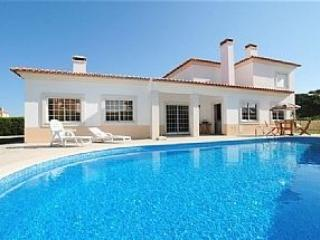 Stunning villa with Private Pool, Superb Views, holiday rental in Caldas da Rainha