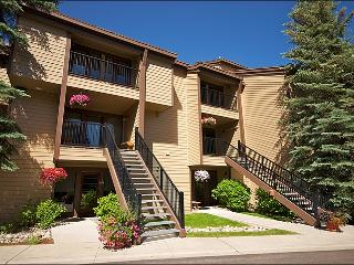 Virtually Ski In Ski Out with Shuttle Service - Beautifully Furnished Throughout (1521), Steamboat Springs