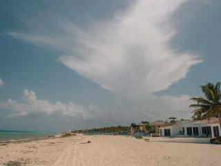Buen Dia Playa very close to beach 'Room K'inn', Playa del Carmen