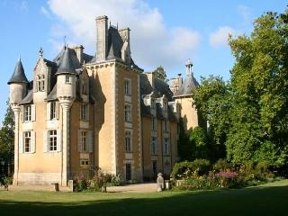 Chateau Allée uxury chateau rental in Potou loire valley  france - Rent chateau in the Loire region of France, castle rental for Frenc, Chauvigny