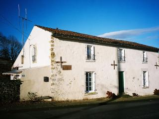 Amicoto, Traditional French Farmhouse with Pool, Mouilleron-en-Pareds