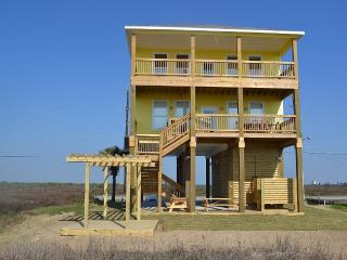 Beach Front - Brand New Home - Sleeps 16, Galveston