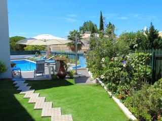 Quinta do Algarve, West Apartment. Near the Beach!, Albufeira