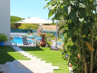 Villa Quinta do Algarve (10 persons). Private Pool. Just 500m to the Sandy Beach