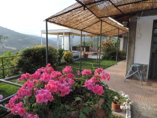 Villino con Jacuzzi Relax per coppie romantiche, Imperia