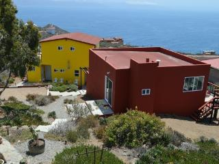 Bed & Breakfast Rooms near La Bufadora Waterspout, Ensenada