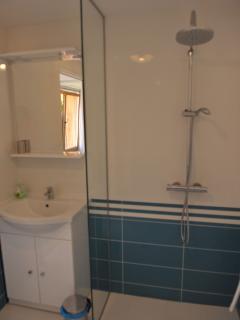 salle d'eau accessible aux personnes à mobilité réduite