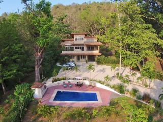 Modern Rustic Villa, Walk 2 Beach & Relax Poolside, Mal Pais