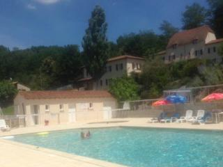 Beautiful 3 Bedroom Apartment in Sarlat with pool, Proissans