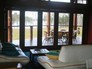 Lake Tinaroo Frontage- Luxury  - Cairns Highlands, Yungaburra