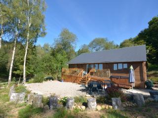 Woodlands Cottage with Hot Tub Treignac
