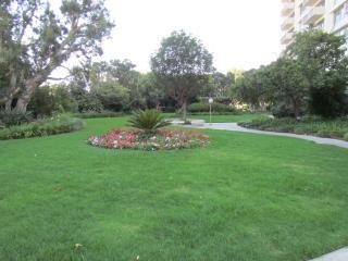 5 min. walk to Century City, Up to 8 people, renov, Los Ángeles