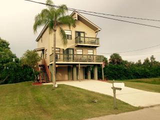 Pirate Harbor Waterviews- Game Room, Wifi, Bikes, Punta Gorda