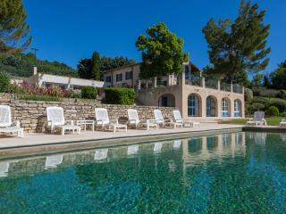 Heavenly house in Luberon, Provence, France. Pool, tennis.