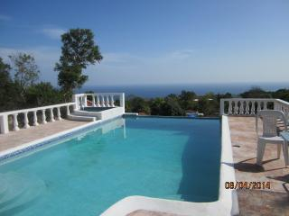 Beautiful Santai Villa hibiscus - 3 bedrooms, Runaway Bay