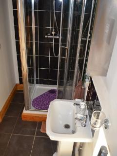 On-suite shower taken by Beth/guest Aug 15
