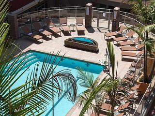 2B/2B Gated Marina Beach Resort Style with Jacuzzi, Marina del Rey