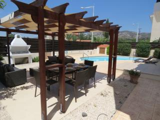 Pythagora Villa - Private pool, WIFI & English TV, Tremithousa