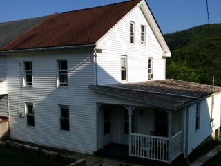 House in Jim Thorpe. Beautiful Views!