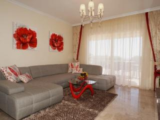 Beautiful 2 bedroom apartment with ocean views 097