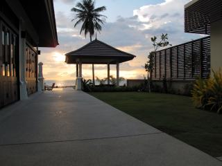 Luxury Villa  On The Beach, Krabi-Stadt