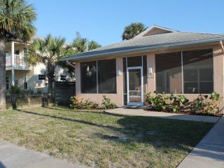 Perfect Beach House less than a block from beach, New Smyrna Beach