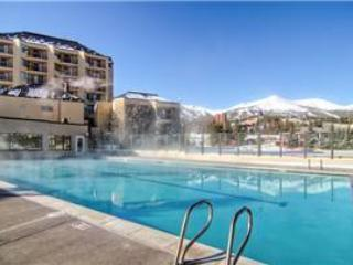 Great deal In town, upscale, walk to lifts, views
