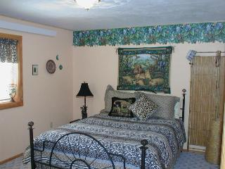 Exciting Jungle room in King Mountain B&B, Moore