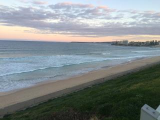 Walk to Cronulla cafes and restaurants along the beach