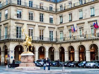 La Porte du Louvre