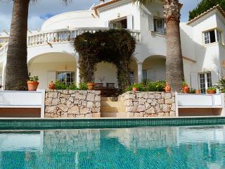 4 bedroom luxury villa with hot tub & heated pool, Budens
