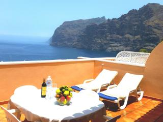 SUPERB APARTMENT WITH LUXURY TERRACE. UNIT 1, Acantilado de los Gigantes