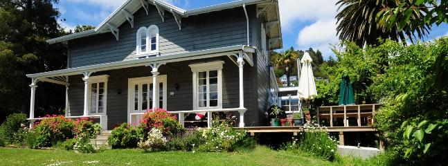 Ma Maison - Central City Nelson Heritage Holiday Home