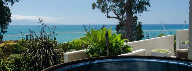 59Queens - Stunning Nelson Holiday Home with Hot Tub & Sea Views!