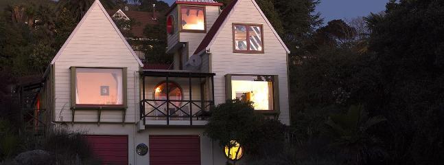 Atawhai Holiday House - Ian Athfield Architectural Delight!, Nelson