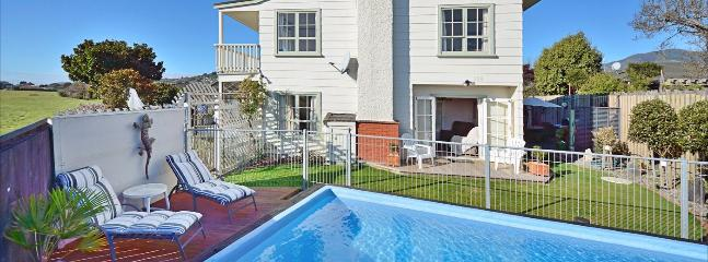 Golfside Villa Holiday Home Nelson with Heated Pool & Spa!