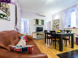Panky 2BR apt.in center of old town, very quiet l., Zadar
