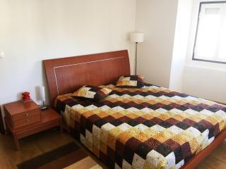 Cozy and Sunny Apartment - Ajuda / Belem, Lisbon