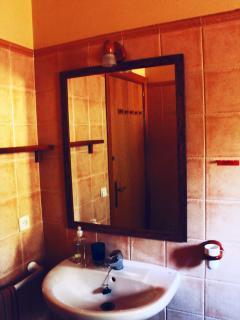 espejo, detalle del baño