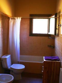 Baño completo en el piso superior
